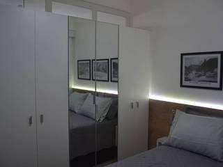APARTAMENTO EM COPACABANA - RUA PRADO JUNIOR: Quartos  por Maria Helena Torres Arquitetura e Design,Moderno