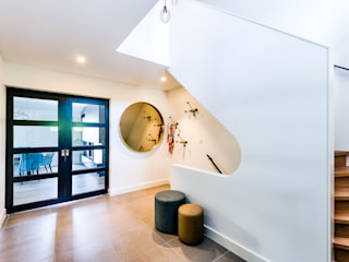 Modern corridor, hallway & stairs by DWB2C Modern