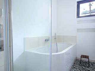 Einrichtungsplanung und -gestaltung, Badplanung: moderne Badezimmer von BANDYOPADHYAY interior