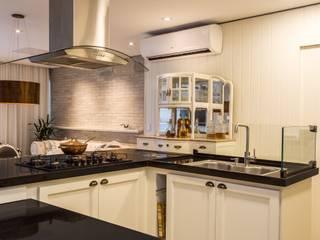 Projeto Apartamento MI, Camboinhas, Niteroi, RJ: Cozinhas  por Rafael Ramos Arquitetura