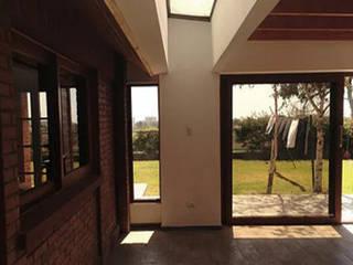 TRAGALUZ: Casas de estilo  por arquiroots