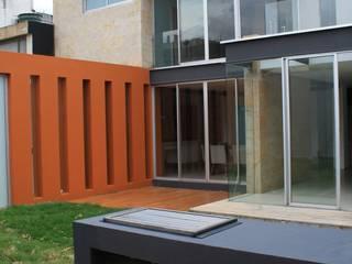 Casa unifamiliare in stile  di RIVAL Arquitectos  S.A.S.