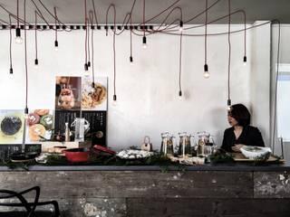 しごとカフェ FLAG: 町谷一成建築デザイン事務所が手掛けたオフィススペース&店です。
