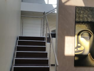 Staircase and hallway:  Stairs by Stacy Steel Works and Renovations