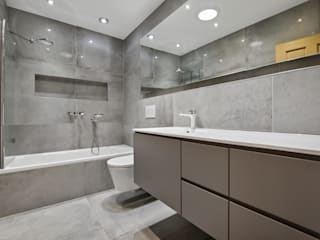 Case Study: Twickenham, Middlesex BathroomsByDesign Retail Ltd Kamar Mandi Modern