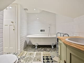 Case Study: Surrey BathroomsByDesign Retail Ltd Kamar Mandi Modern