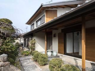 愛でる家: 山本嘉寛建蓄設計事務所 YYAAが手掛けた木造住宅です。