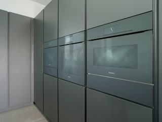 Pedini Arke Iron Grey & Elm Urban Myth Built-in kitchens Grey