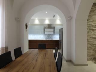 Casa ALFONSO: Sala da pranzo in stile  di Studio di Progettazione e Design 'ARCHITÈ',