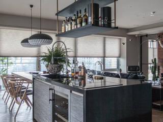 Kitchen units by 隱室設計 In situ interior design