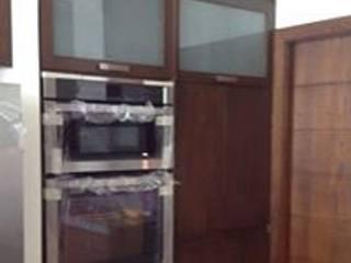 Modernidad sobria Cocinas modernas de MOKA, Kitchens & More Moderno