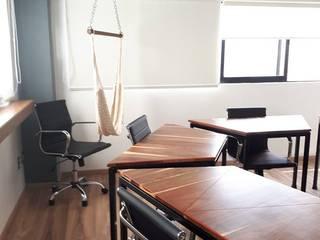 C2: Estudios y oficinas de estilo moderno por Kombo Creativo