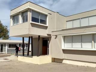 FACHADA FRONTAL : Casas de estilo  por arquiroots