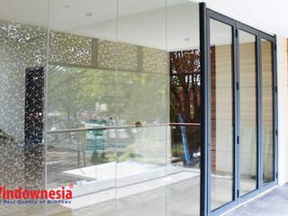 Pintu Lipat Aluminium:  pintu kaca by PT. Podomoro Windownesia