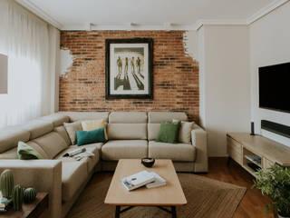 Salon con sofa a medida: Salones de estilo  de Comodoos Interiores