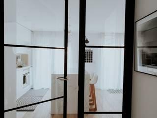 Puertas de hierro en la cocina: Cocinas de estilo  de Comodoos Interiores