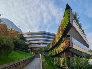 Nizza Paradise Residence : Negozi & Locali commerciali in stile  di Mino Caggiula Architects