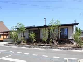 Casas de madera de estilo  de 田村建築設計工房,