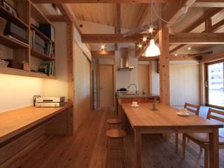 高床の家: 田村建築設計工房が手掛けたダイニングです。