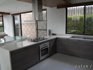 Modular Kitchen - Tagaytay City:  Kitchen by Stak Modern Kitchens