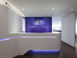 Modern offices & stores by 築一國際室內裝修有限公司 Modern