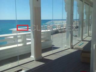Beach club con embarcadero: Bares y Clubs de estilo  de CLAROFLEX