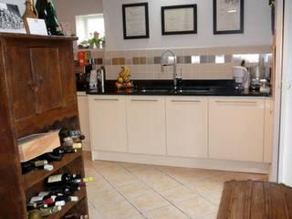 Modern kitchen and bathroom re-design:  Kitchen by Belle & Cosy Interior Design