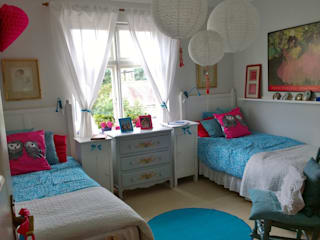 Injecting colour and style in interiors Eclectic style bedroom by Belle & Cosy Interior Design Eclectic