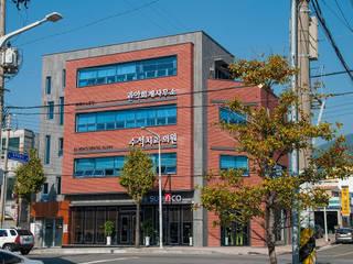 중동 근린생활: 인중헌 건축사 사무소의  상업 공간