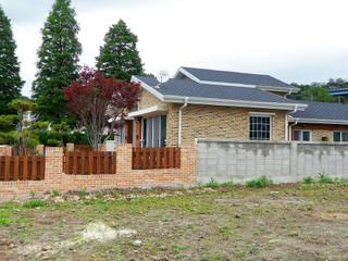 성황동 K씨 주택: 인중헌 건축사 사무소의  주택