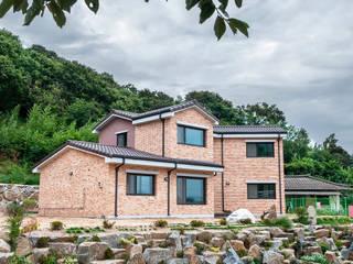 장동리 K씨 주택: 인중헌 건축사 사무소의  주택