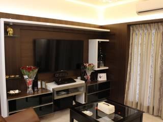 Tamhane Residence Interiors:  Living room by Vangikar Architects,