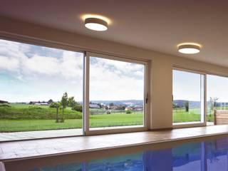 Hebe-Schiebe-Türen in Holz und Aluminium-Holz für nahtlosen Panoramablick:  Fenster von Kneer GmbH, Fenster und Türen