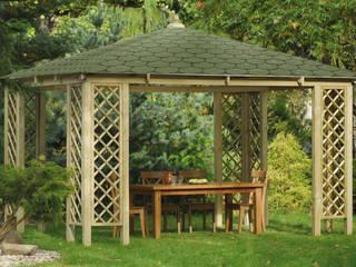 Gazebo COGNAC in legno impregnato con tetto in tegole canadesi 400 x 400 cm: Giardino in stile in stile Classico di ONLYWOOD