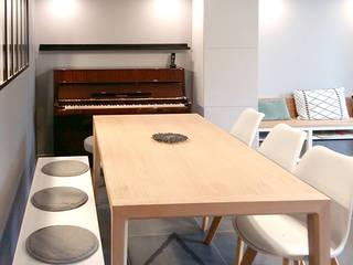 coin repas: Salle à manger de style  par By Benedicte Bergot Deco