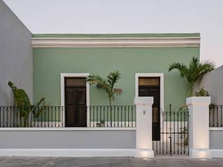Fachada: Casas unifamiliares de estilo  por Workshop, diseño y construcción