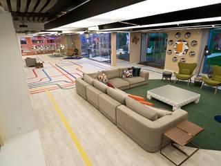 Casa dos Segredos 7:   por EMME Atelier de Interiores