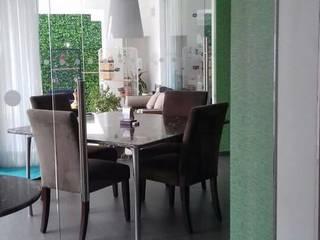 puerta de 1.20 x 2.60: Spa de estilo minimalista por INSU GLASS SA DE CV