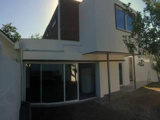 128_CasaVirgo_Vivienda: Casas unifamiliares de estilo  por Rakau Construcción + Arquitectura