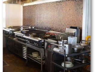 Cocinas Terminadas: Hoteles de estilo  por Ssuma Division Comercial