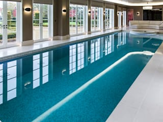 Light Fantastic par London Swimming Pool Company Moderne