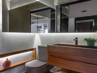 residência da arquiteta Banheiros modernos por okha arquitetura e design Moderno