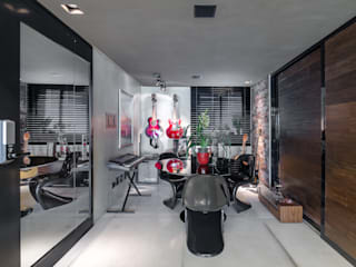 residência da arquiteta Salas multimídia modernas por okha arquitetura e design Moderno