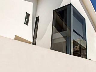 Casa década de 70: Casas unifamilares  por Eurico Soares Teixeira Arquiteto - Unipessoal, Lda,Moderno