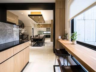 Pasillos, hall y escaleras de estilo asiático de 築本國際設計有限公司 Asiático