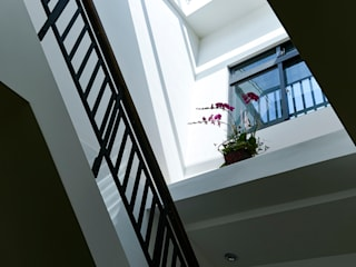 Escaleras de estilo  por 瑞瑩室內裝修設計工程有限公司, Minimalista