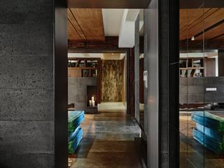 侘寂宅居 隨意取材風玄關、階梯與走廊 根據 大湖森林室內設計 隨意取材風