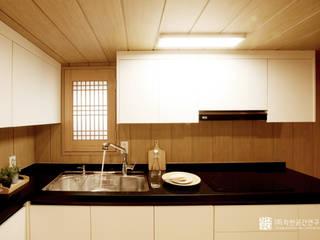 누하동 주택 리모델링: 주식회사 착한공간연구소의  주방,한옥