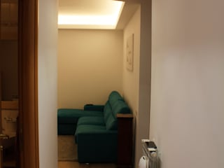 PostoOperam_DISIMPEGNO: Ingresso & Corridoio in stile  di DivenendoArchitettura