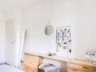 Décoration d'une petite chambre parentale nature par Dame Cafoutch Minimaliste
